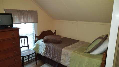 2nd floor bedroom 3 twin
