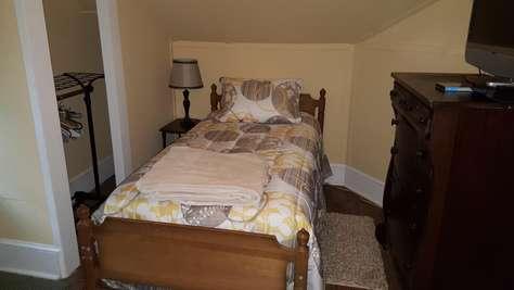 2nd floor bedroom 4 twin