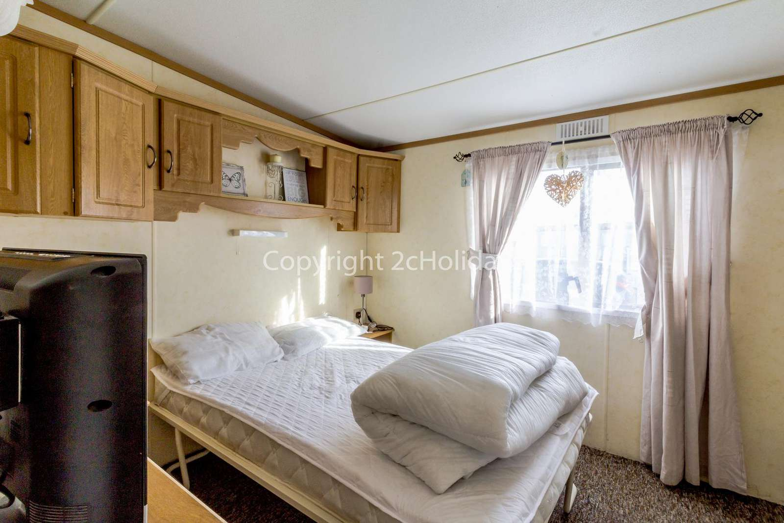 Great size master bedroom with a TV!