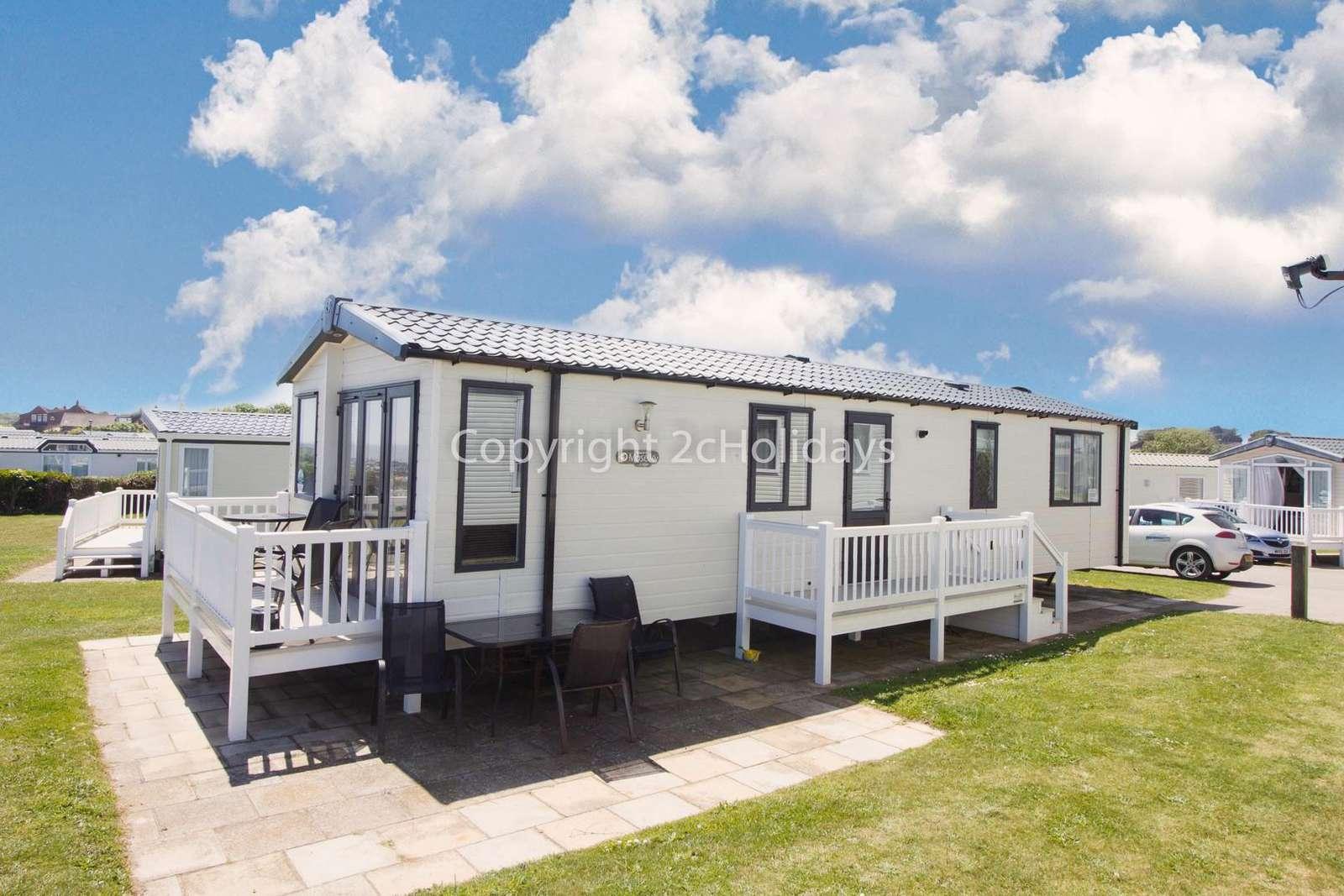 6 berth accommodation at Hopton Holiday Village. - property