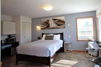 Private Room with Queen Bed thumb
