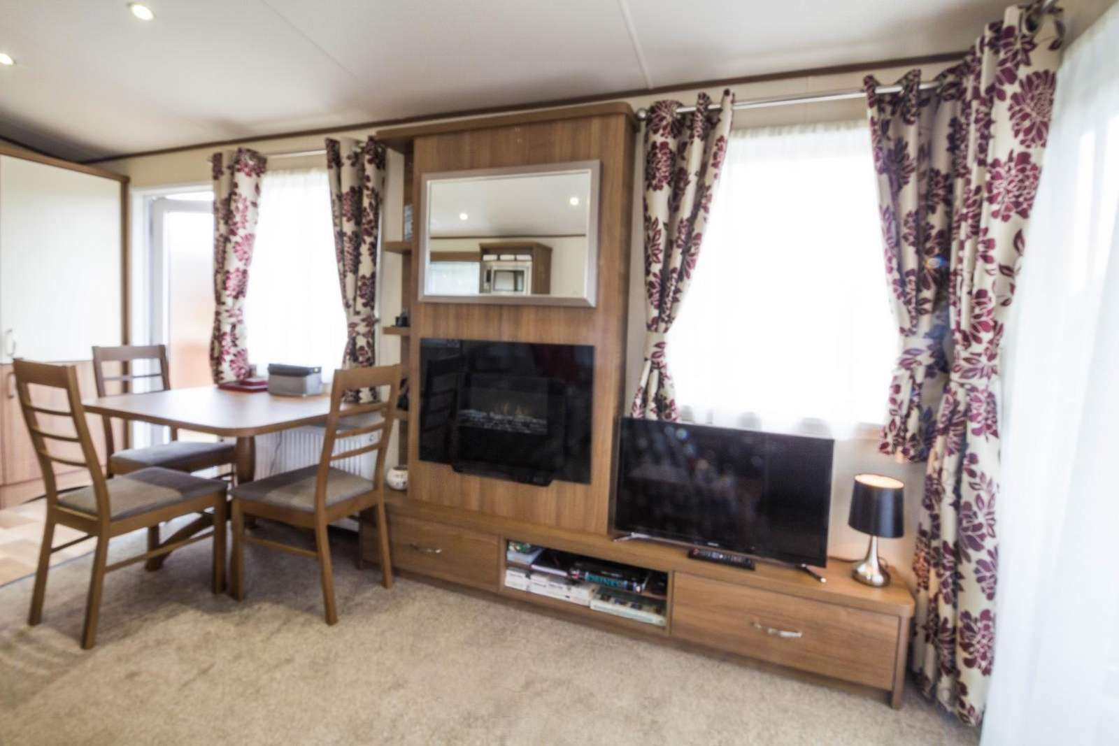 Cosy living space, perfect for fishing weekends.