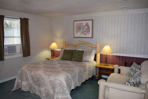 #1 - Walton Room - 1 Queen with Private Bath