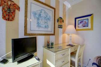 Lanai Desk Area with TV thumb