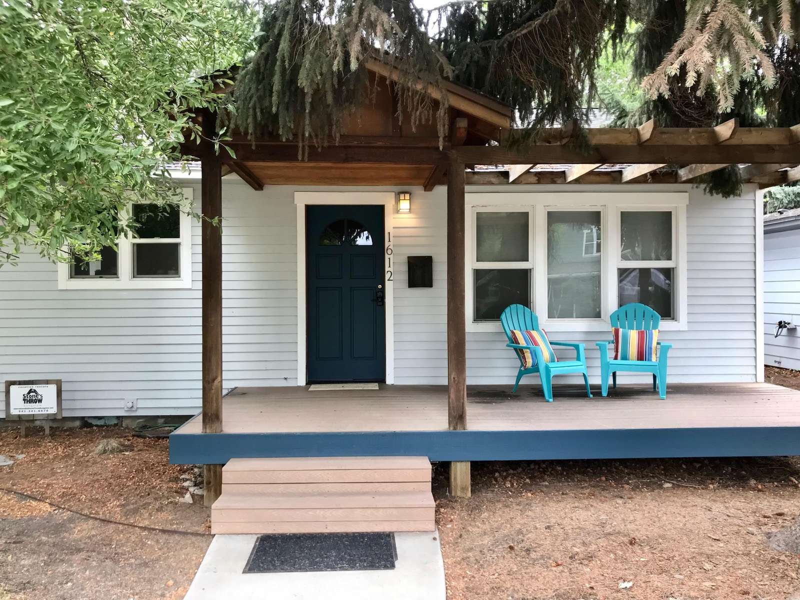 The Cascade Cottage is just a couple blocks to the river AND downtown Bend! - property