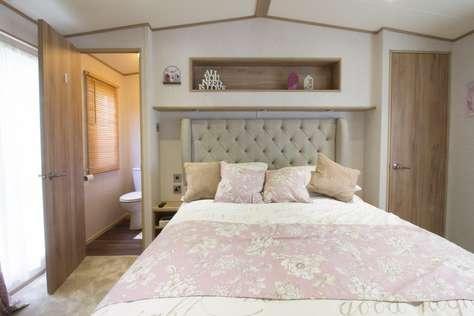 Stunning bedroom with a en suite bathroom