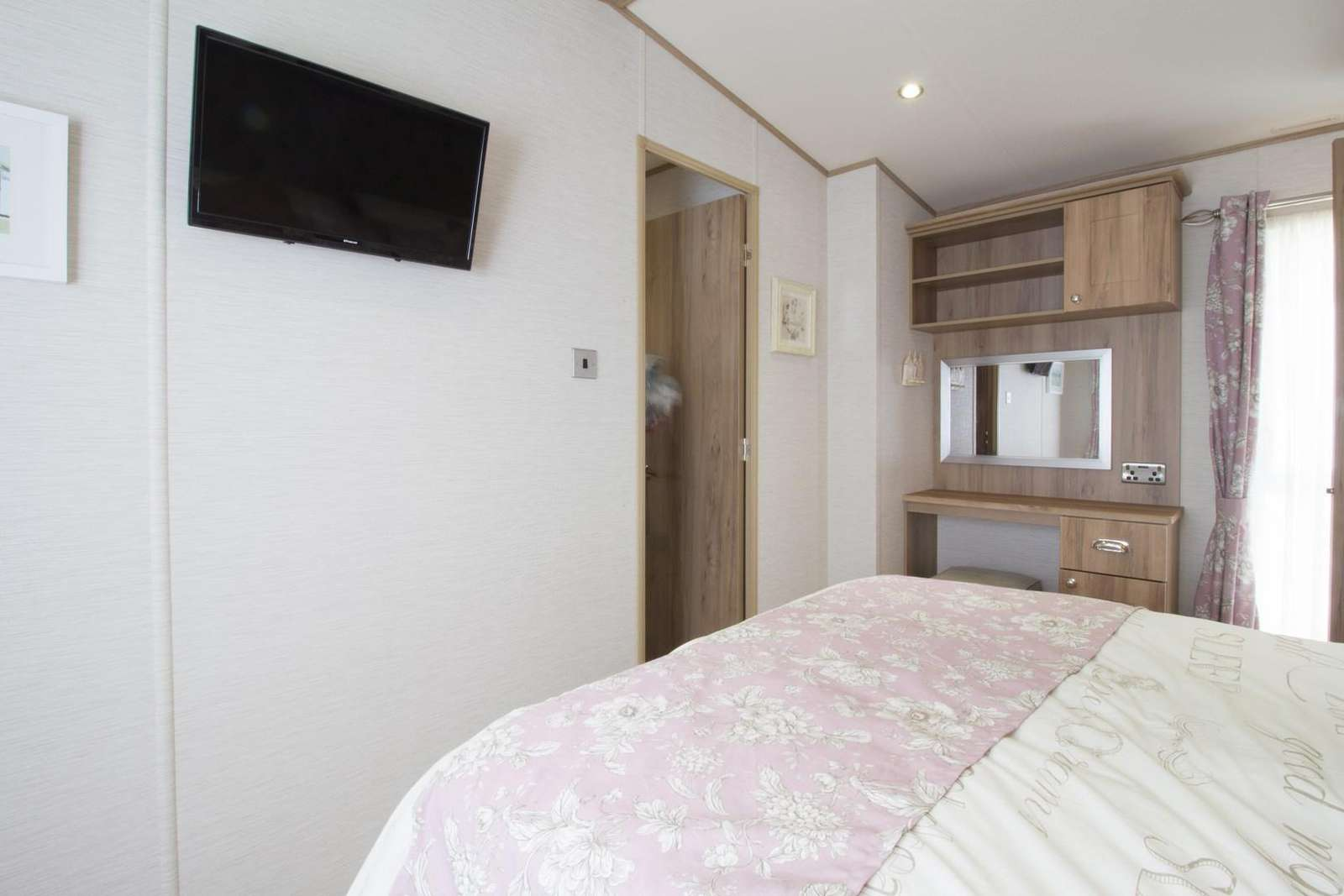 double glazing central heated bedroom in Hopton with flat screen tv