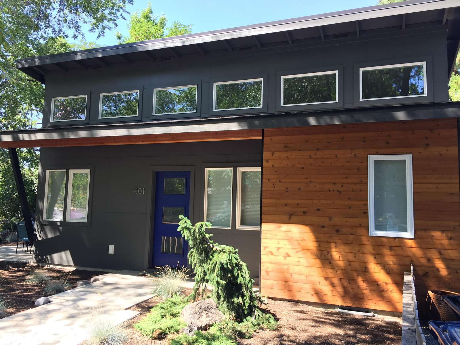 Big Lava in downtown Bend is a walker's dream! New construction on an original historic footprint, a fun small home study! - property