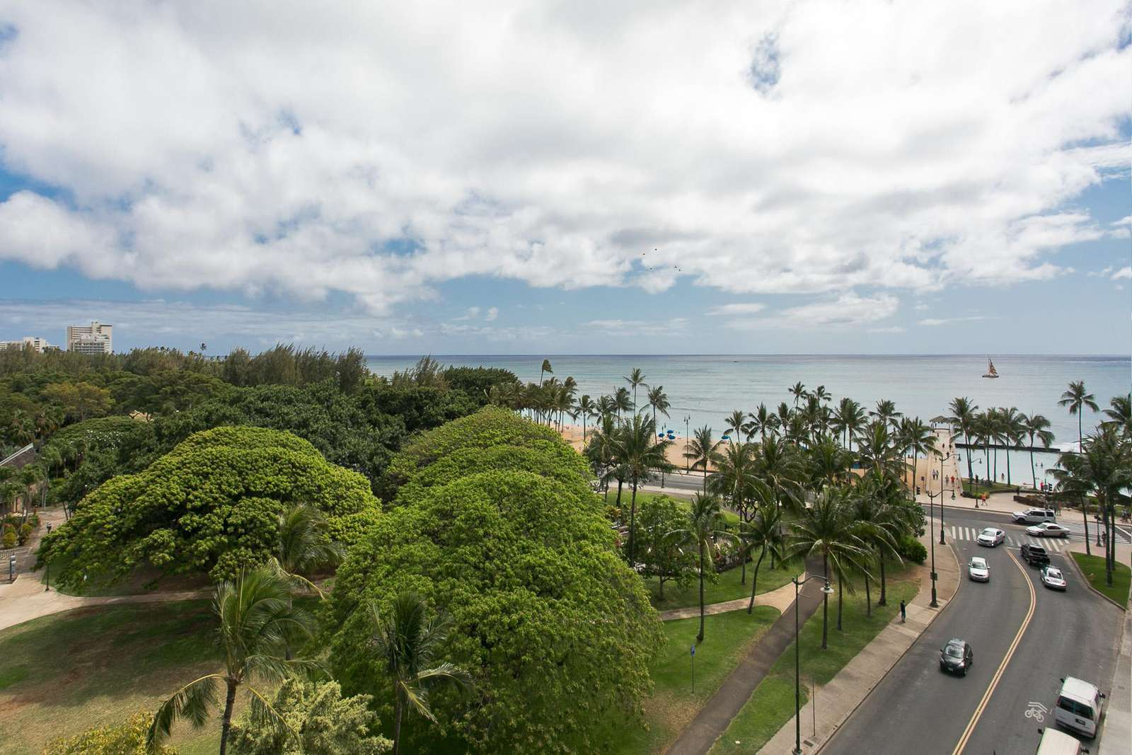 Beach, Pier and Diamond Head from your Lanai