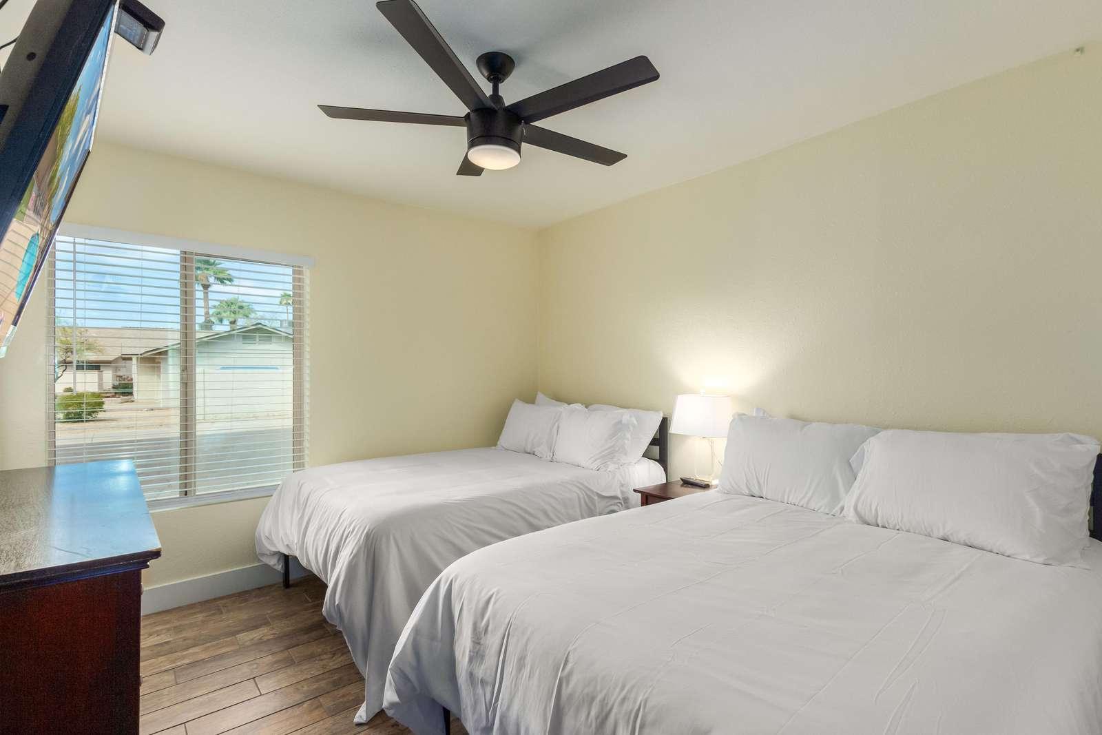 5th Bedroom W/2 Double Beds-Huge TV