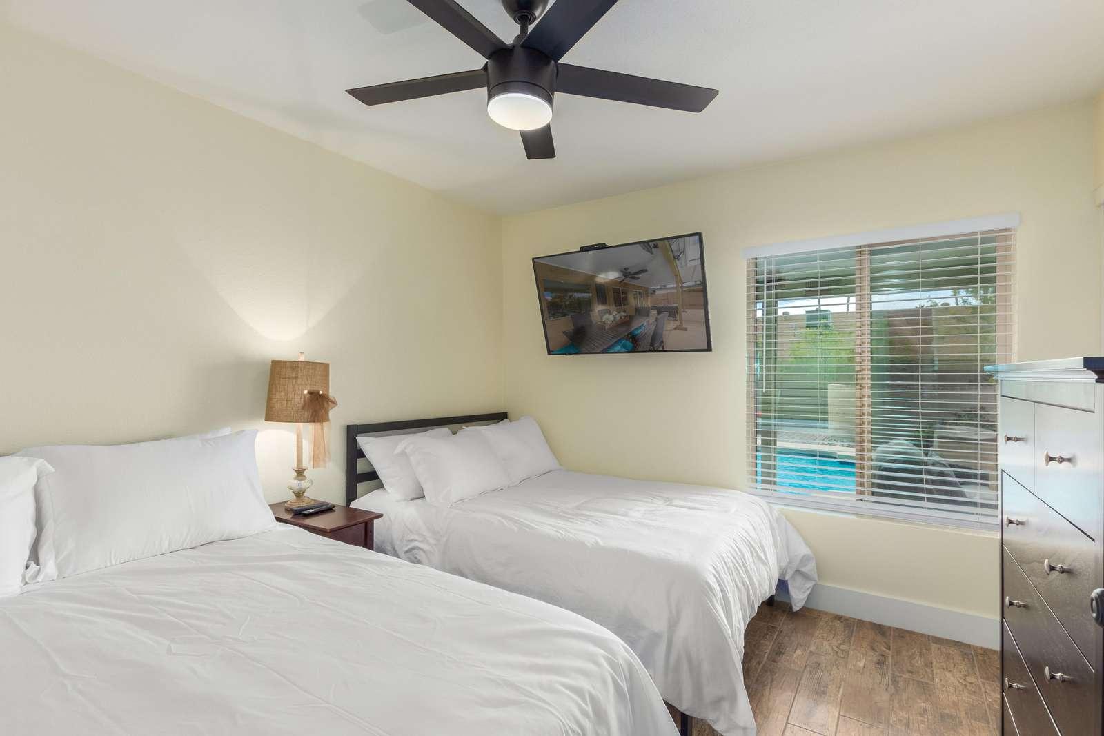 3rd Bedroom W/2 Double Beds-Huge TV