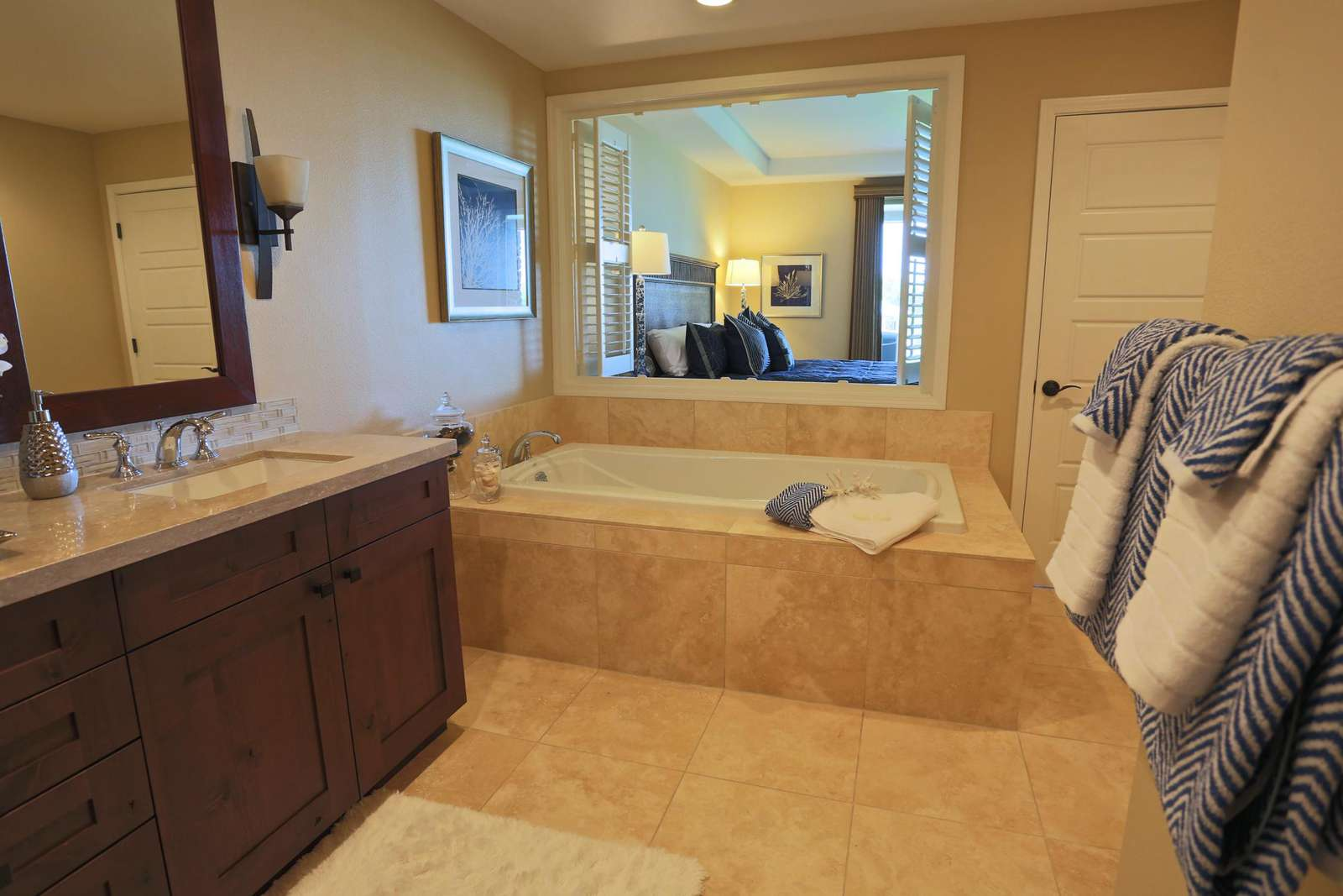 En-suite with tub and double vanity