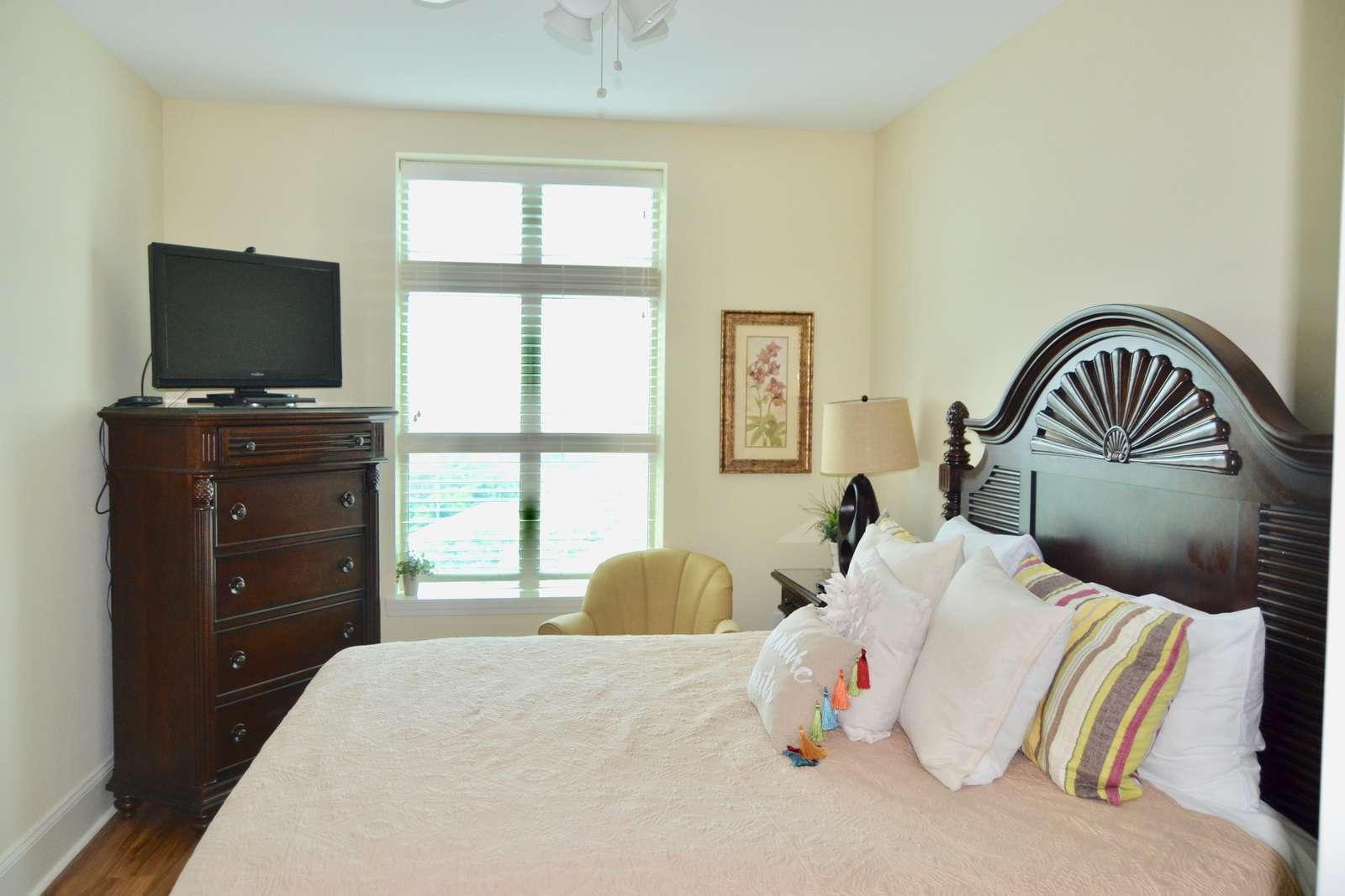 Guest bedroom 1, Flat screen TV