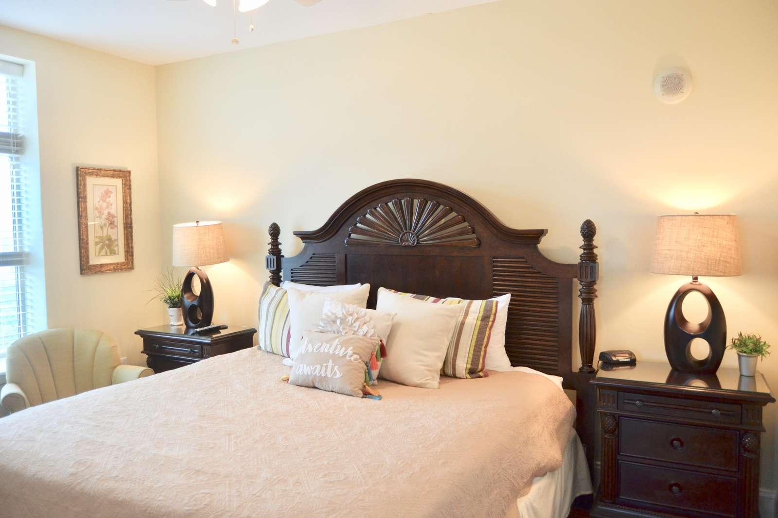 Guest bedroom 1, King bed