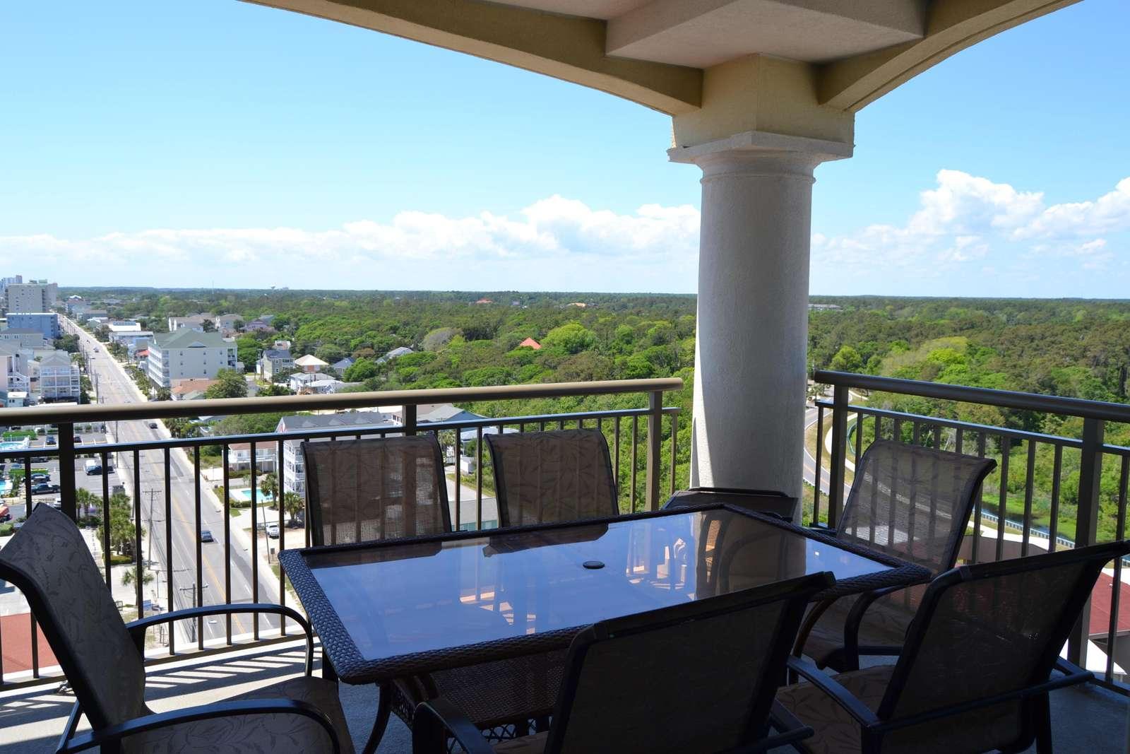 Huge corner balcony with exceptional ocean views