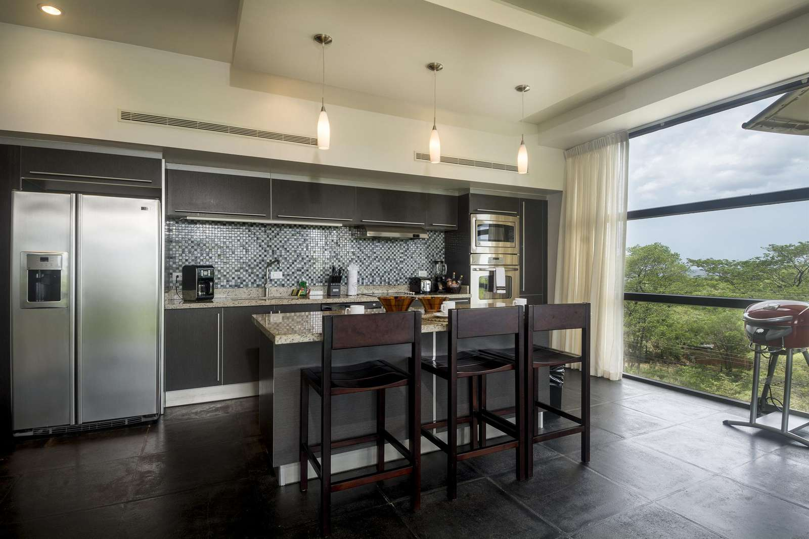 Spacious gourmet kitchen, breakfast bar