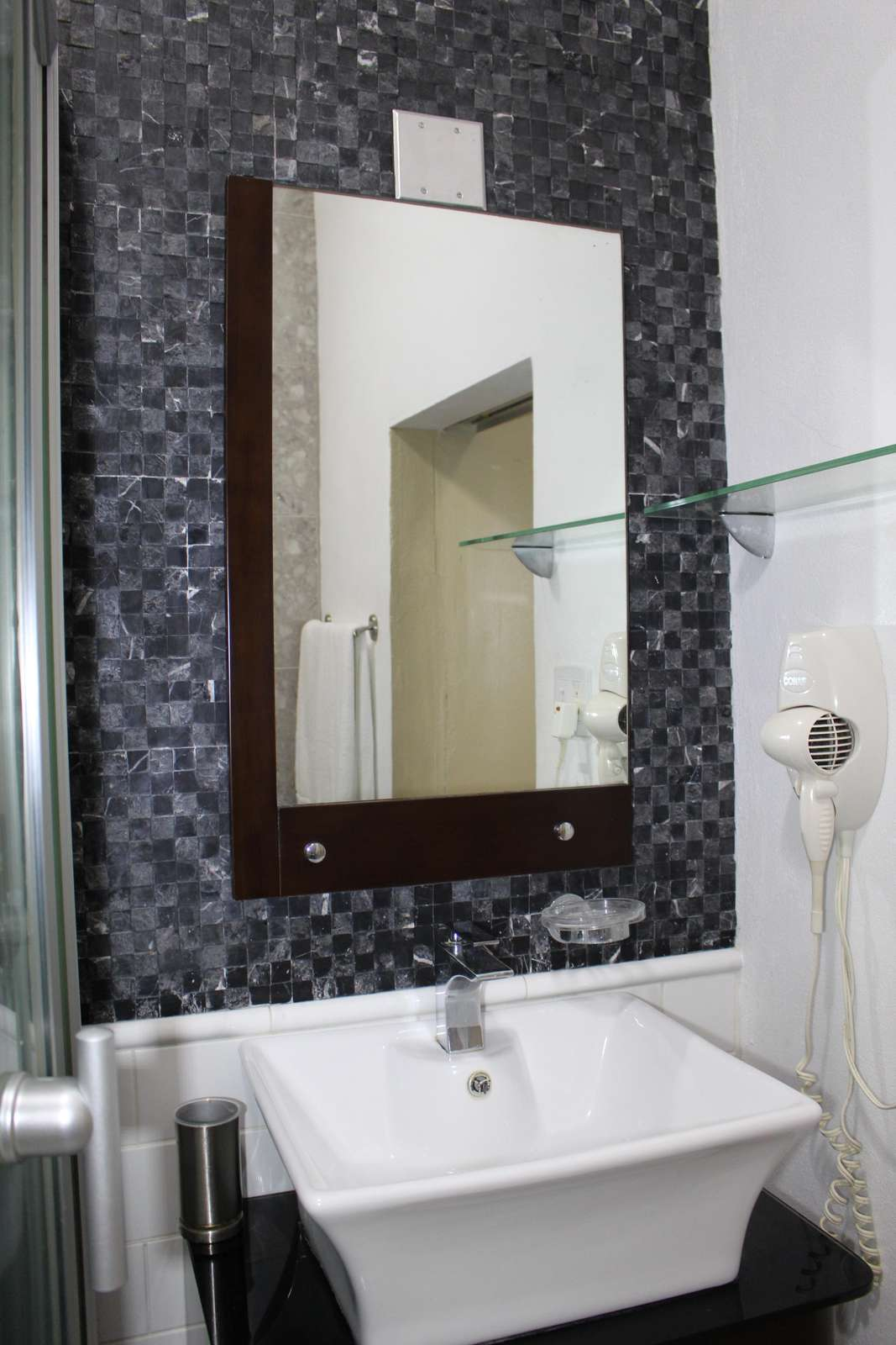 San Juan Guest House with private and remodeled bathrooms