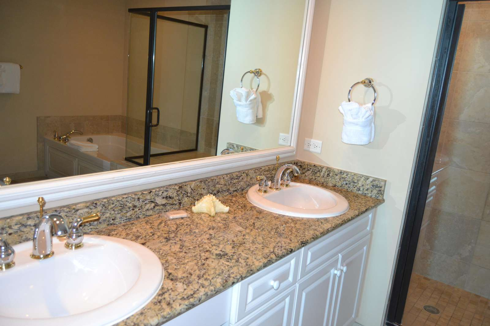 Master bath, double sink, granite tops