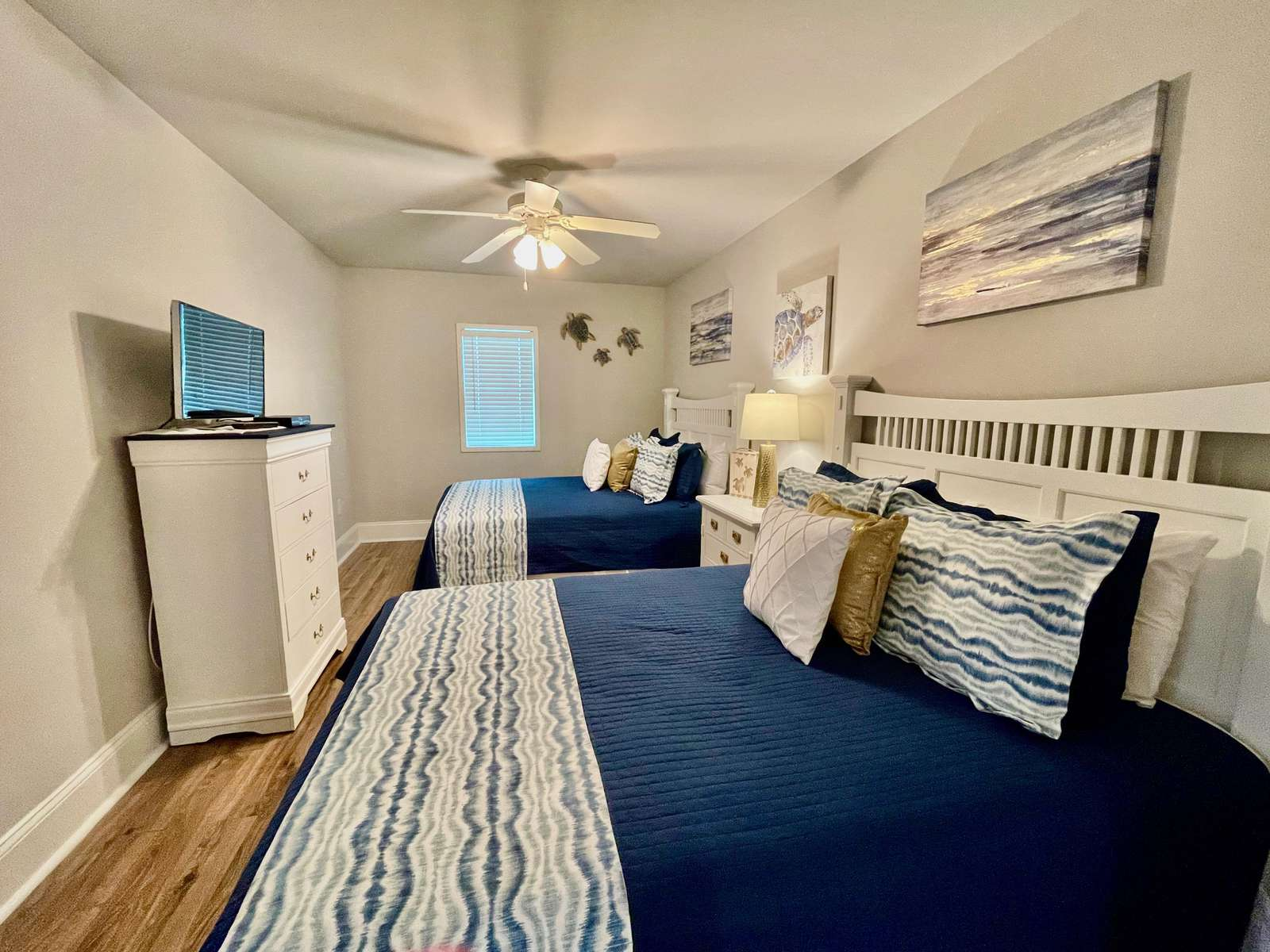 Guest bedroom, 2 queens, Beautiful with private bath
