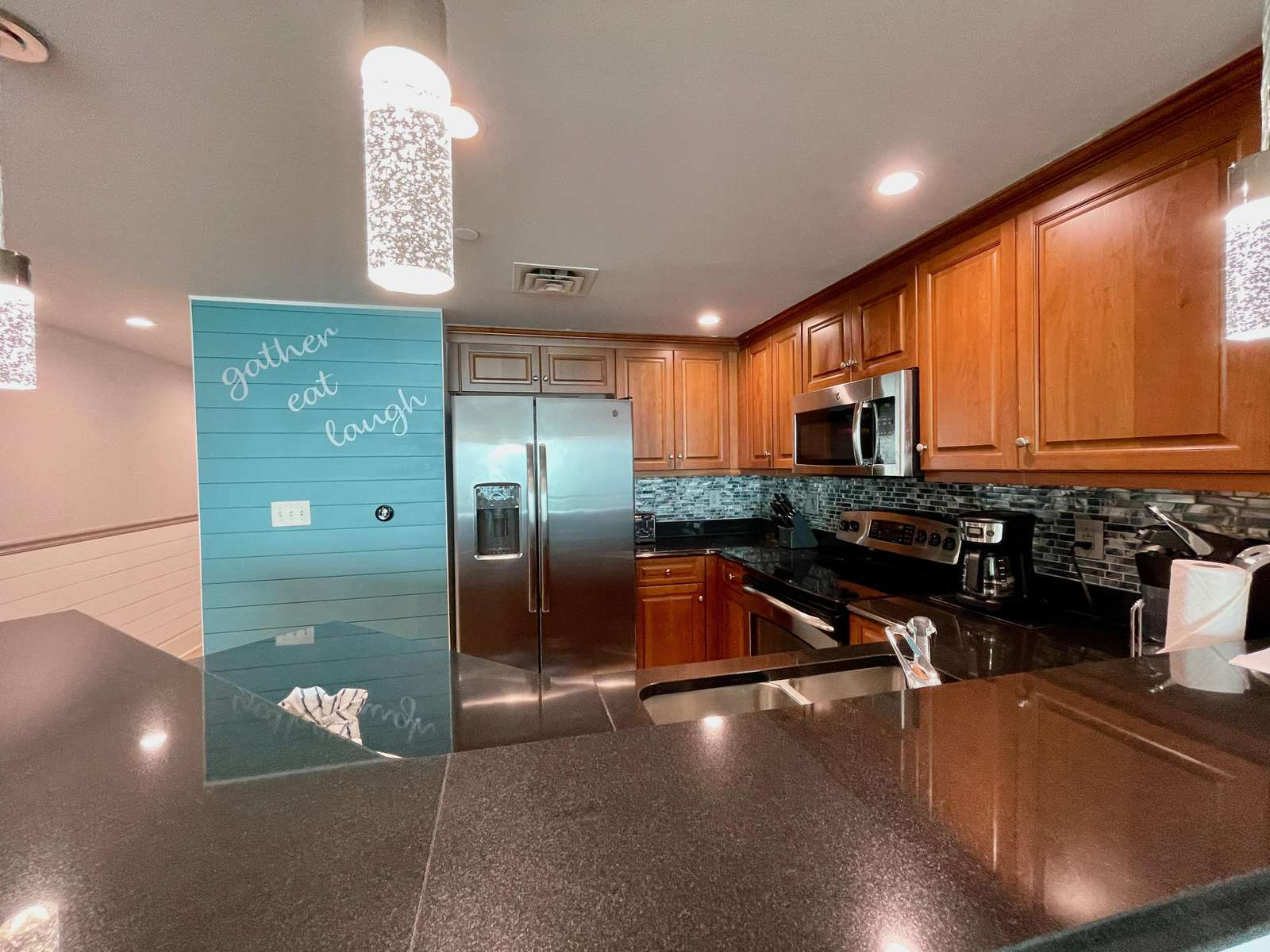 Gourmet kitchen , stainless, beautifully equipped!