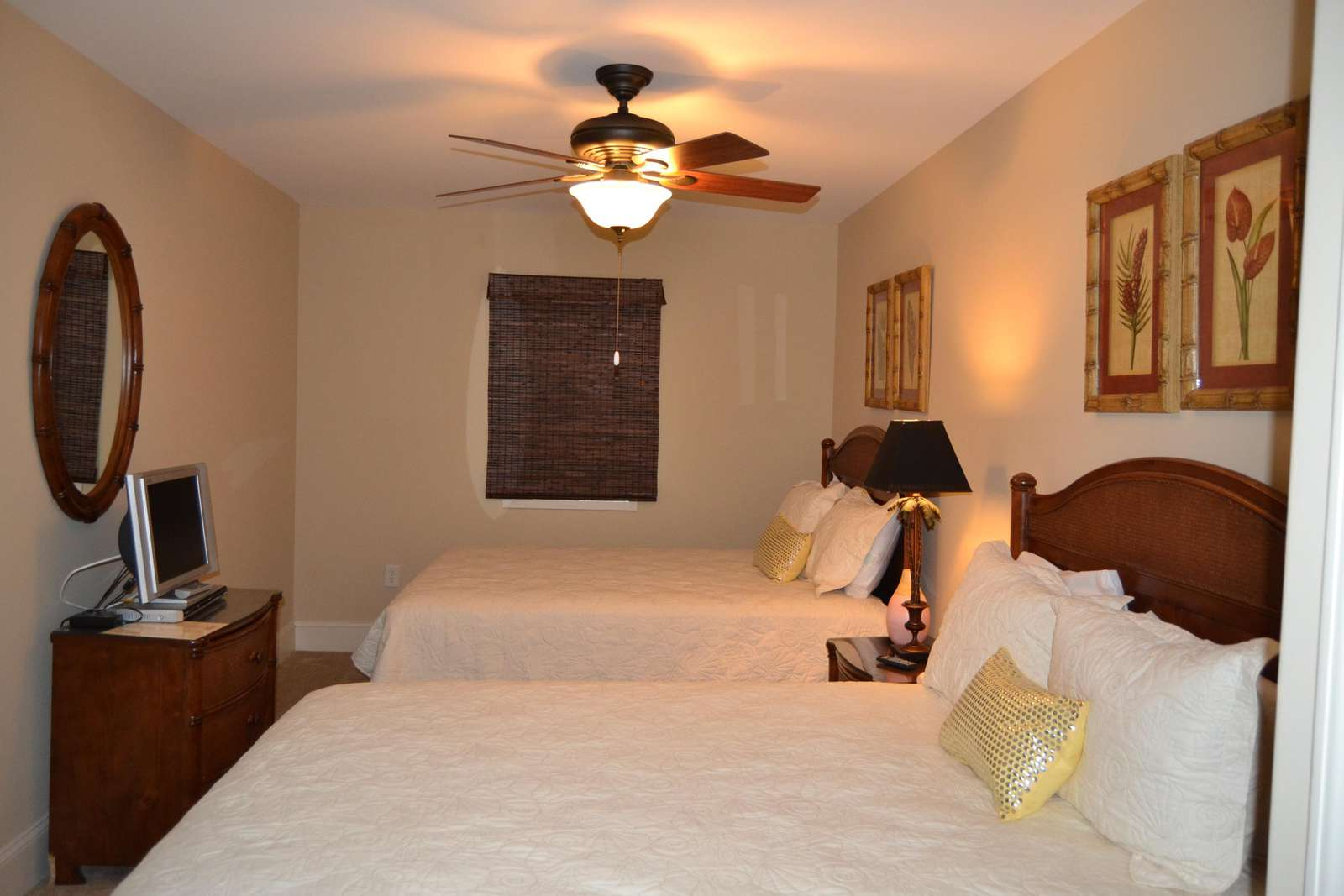 Guest bedroom, 2 queen beds, cable and wifi