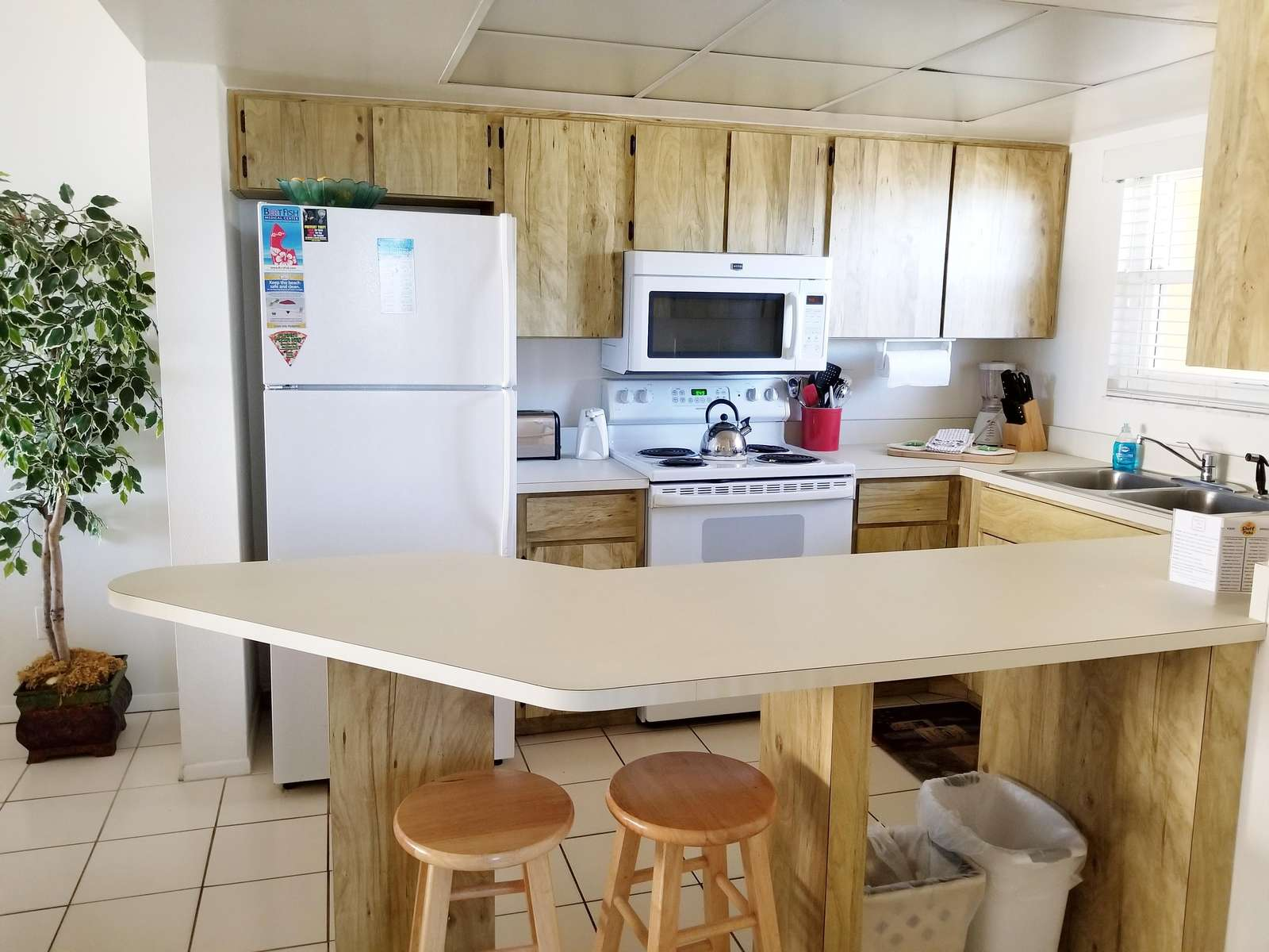 Sideview of kitchen