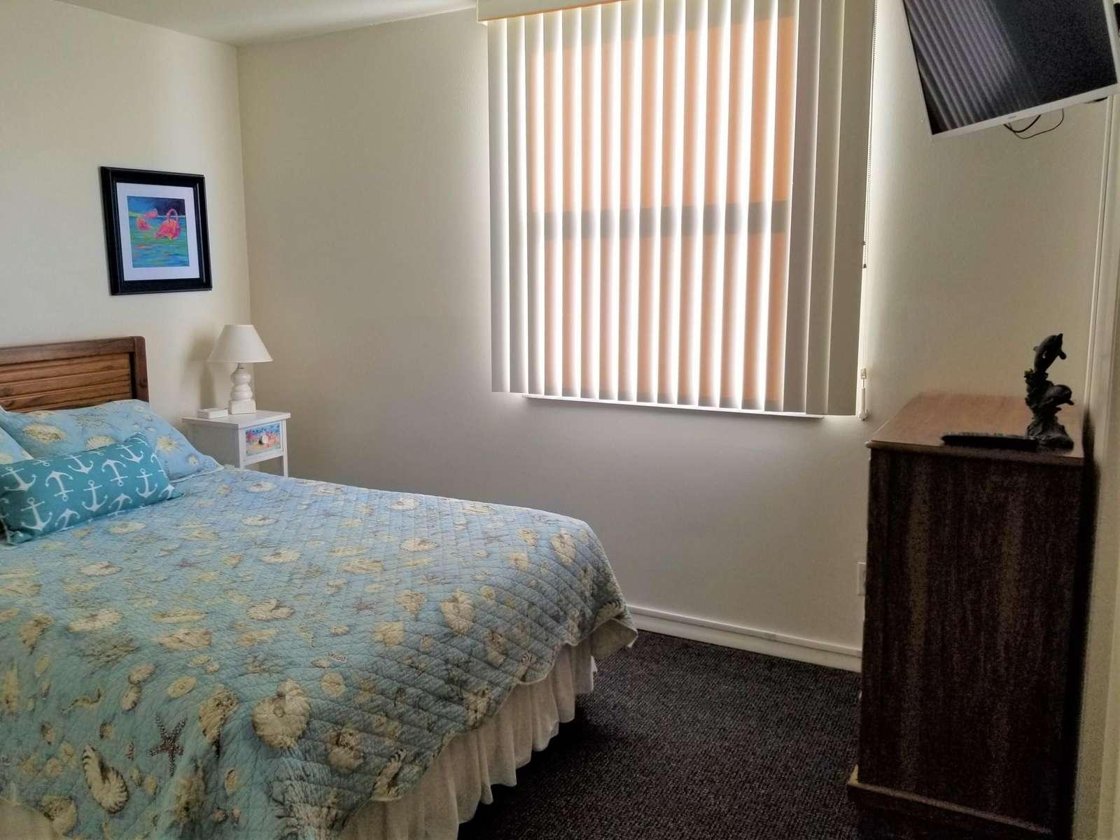 Guest bedroom with TV (queen)
