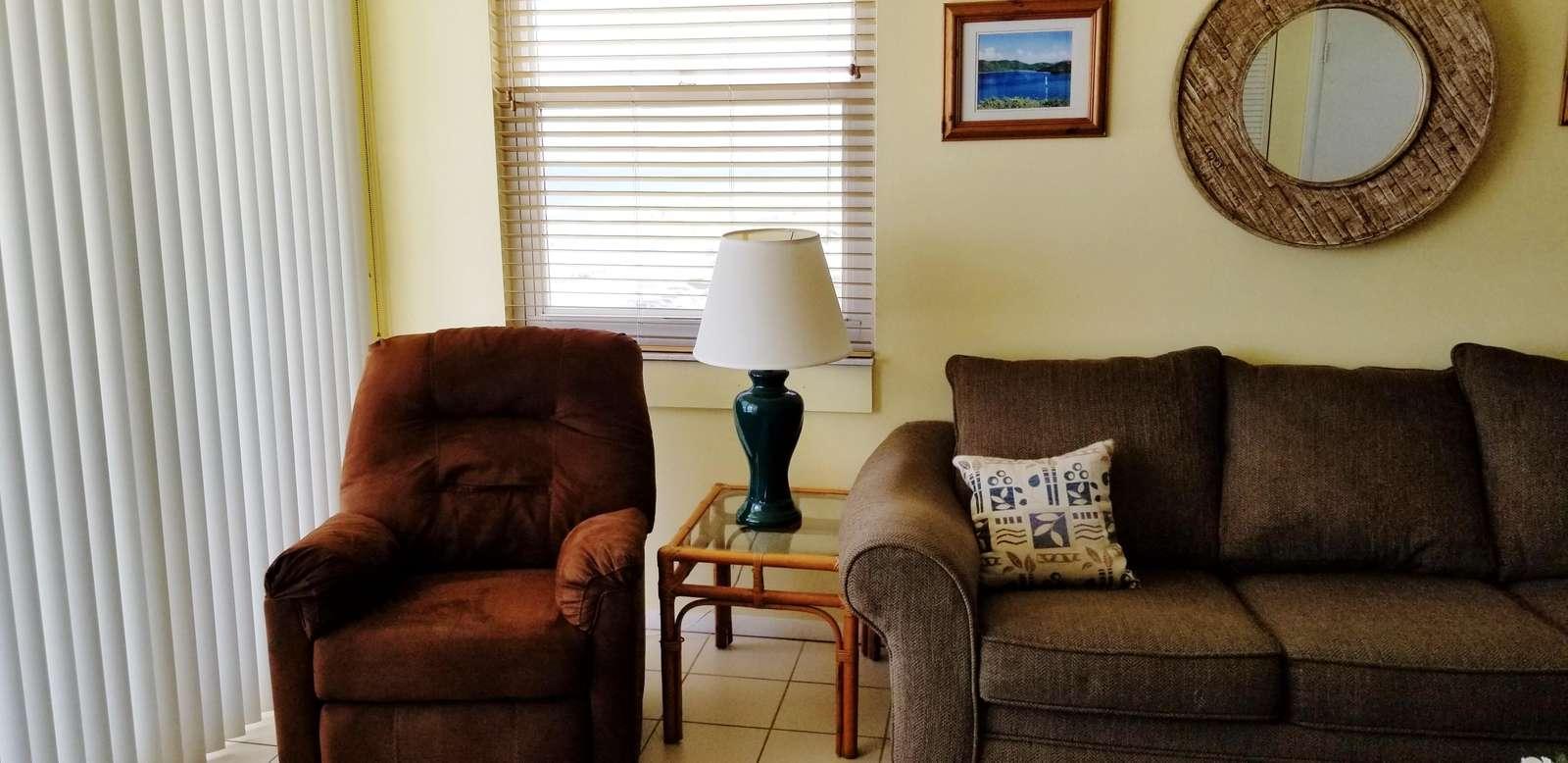 Living room (1 recliner)