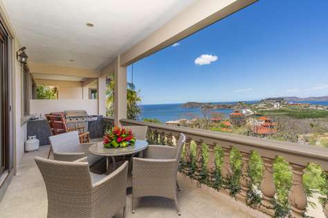 Casa de los Pajaros- Luxury 4 Bedroom Ocean View Home