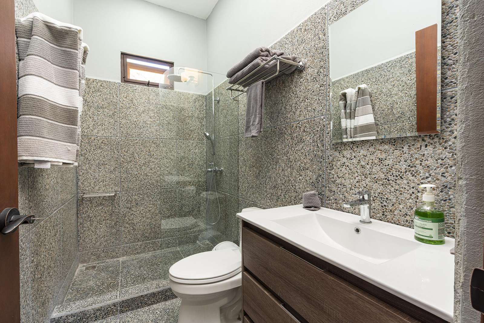 Full bathroom for 4th guest bedroom suite