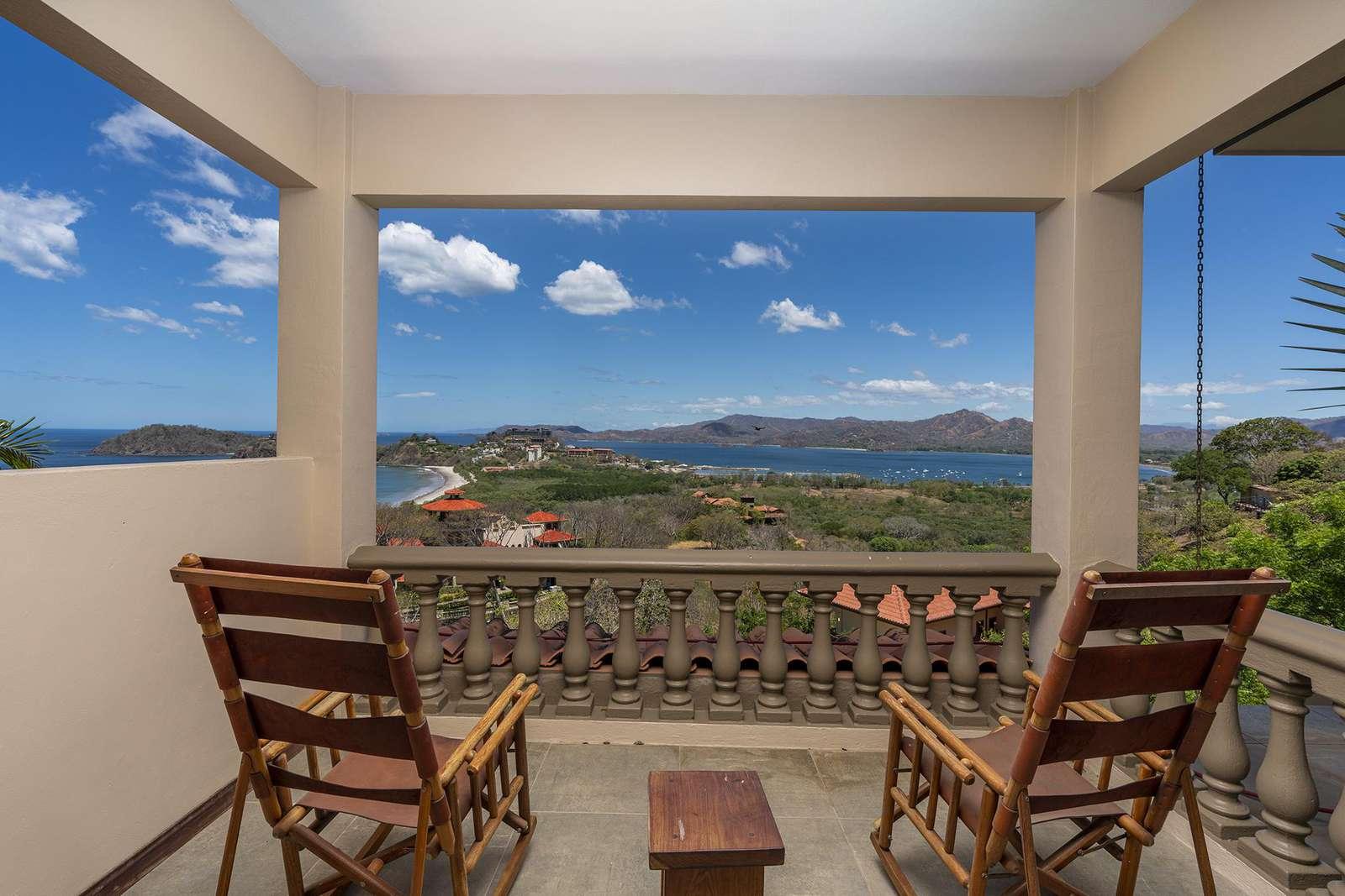 Casa de los Pajaros, an Ocean View 4 Bedroom Luxury home