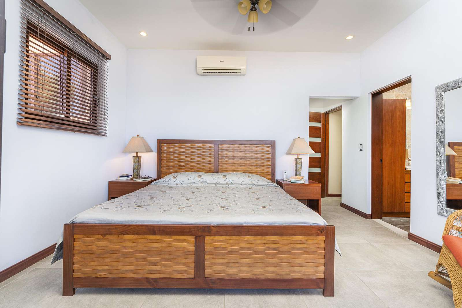 Master bedroom, king bed, private bathroom, private terrace, Ocean views