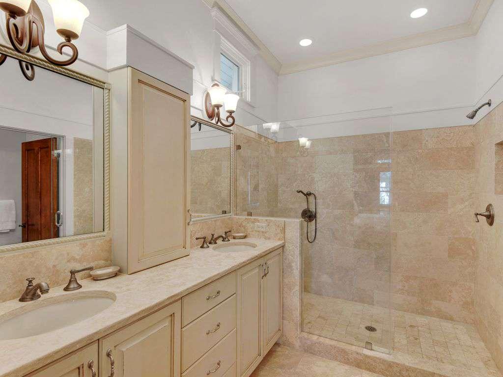 Master Suite Bath w/Large Walk-in Shower