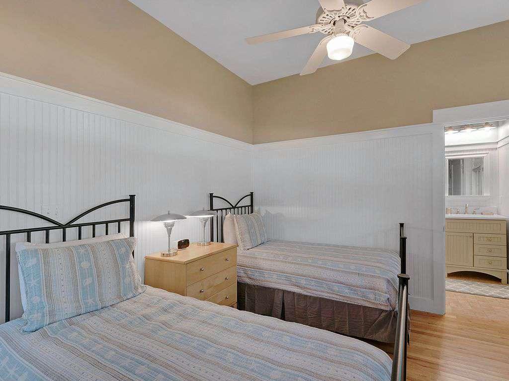 Twin Bedroom w/Adjoining Bathroom