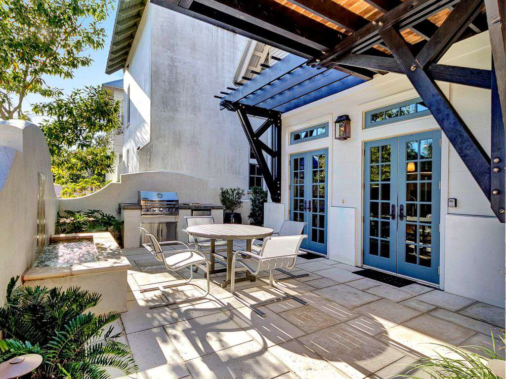 Outdoor Courtyard and Kitchen