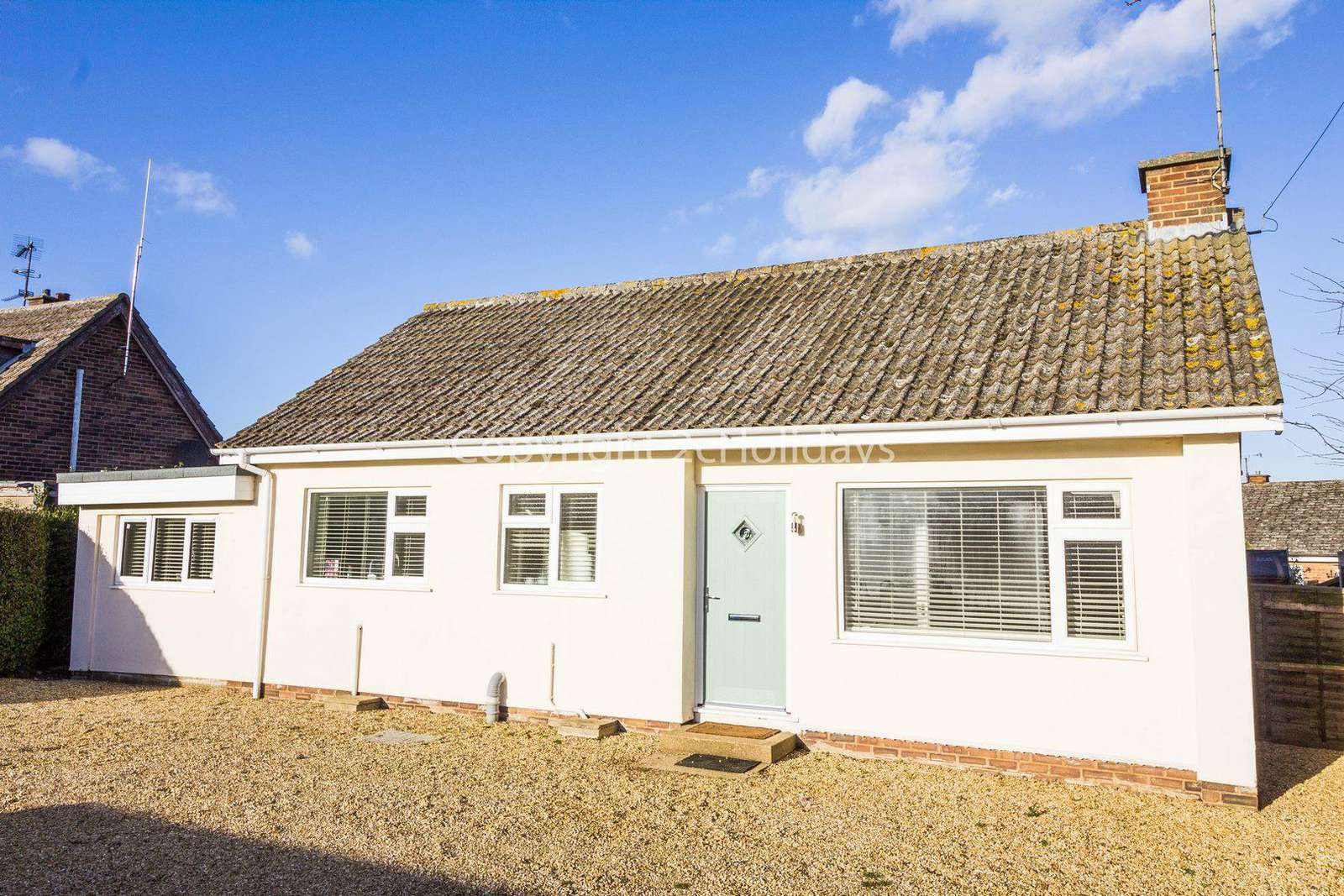 99015L – Lamsey, 4 Berth holiday cottage in Heacham. D/G C/H. Platinum deluxe rated. - property