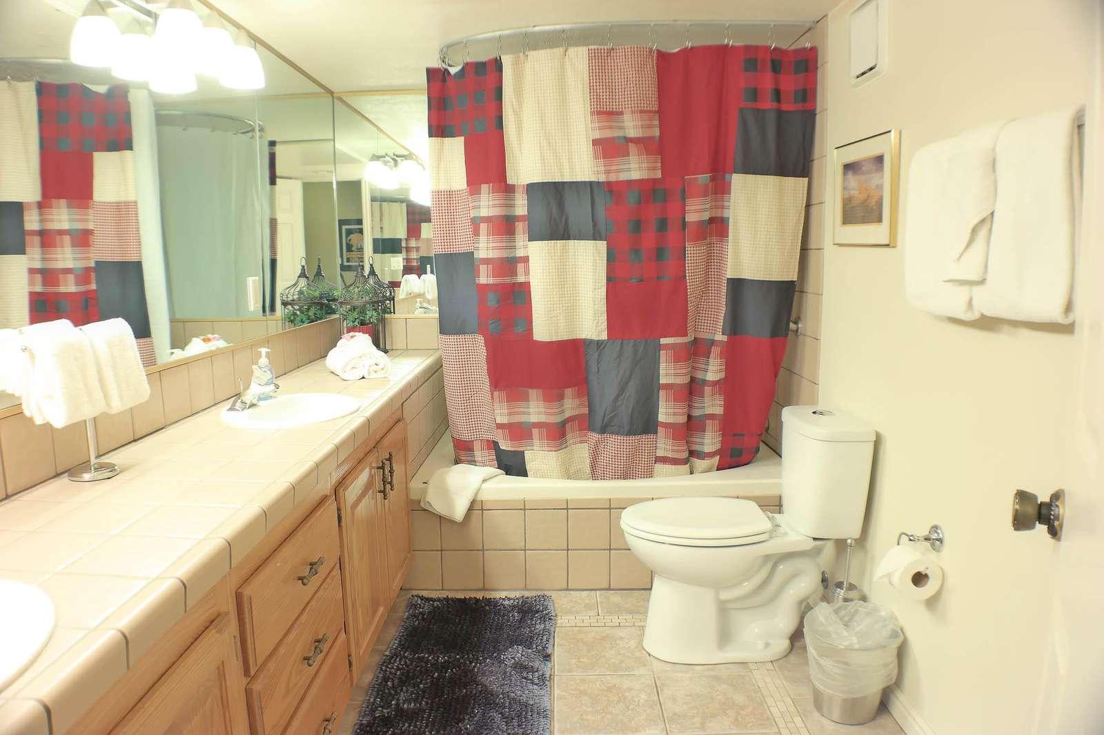 Full Bathroom w/ Garden Tub & Double Sink