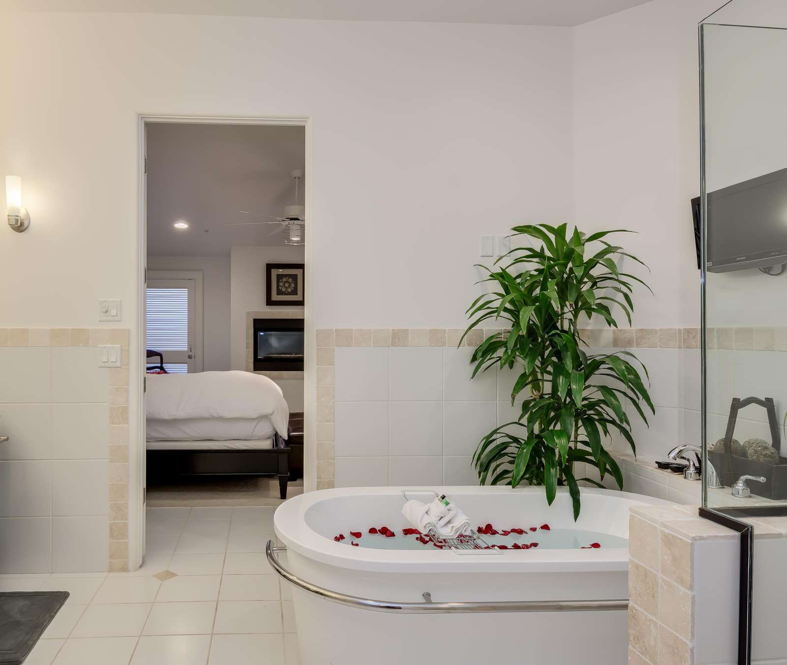 Luxury Bathroom for a Relaxing Weekend!