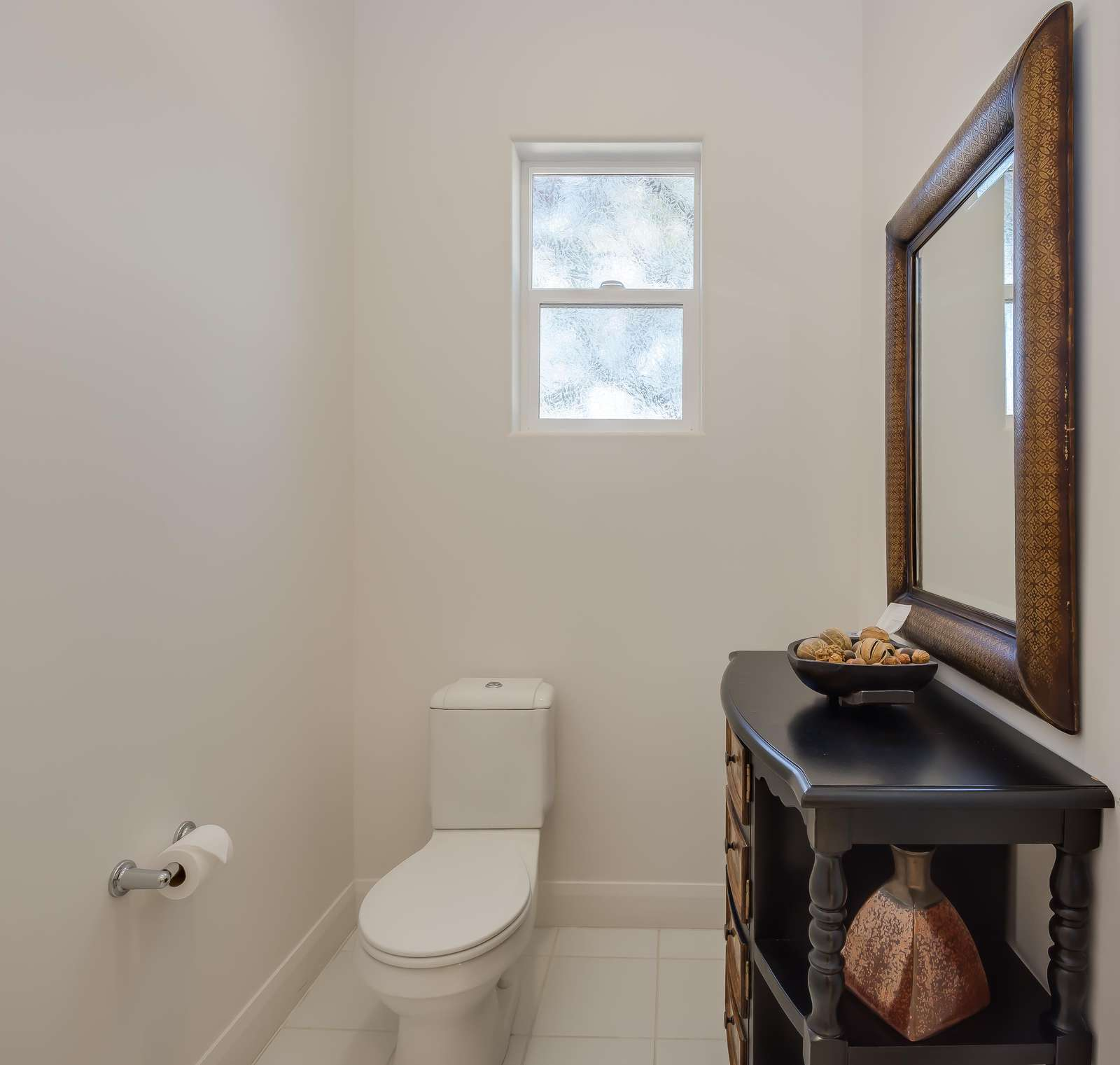 Suite 2 - toilet closet