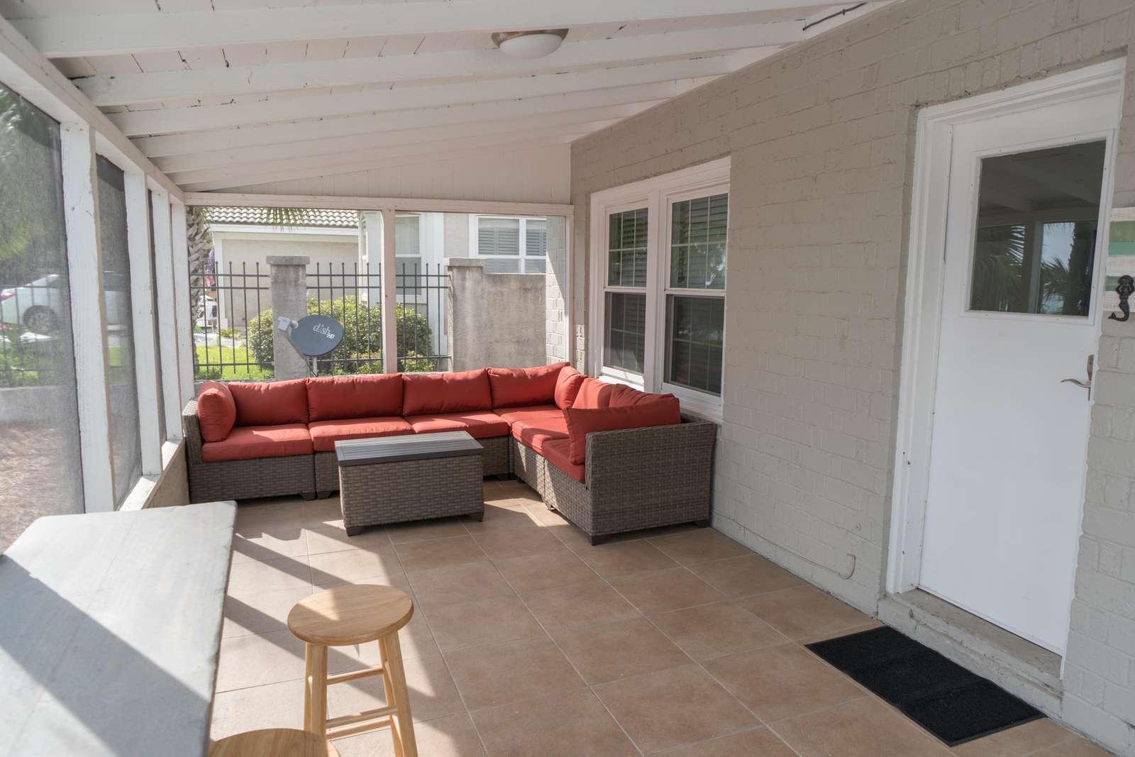 Sunroom/ Outdoor sitting area