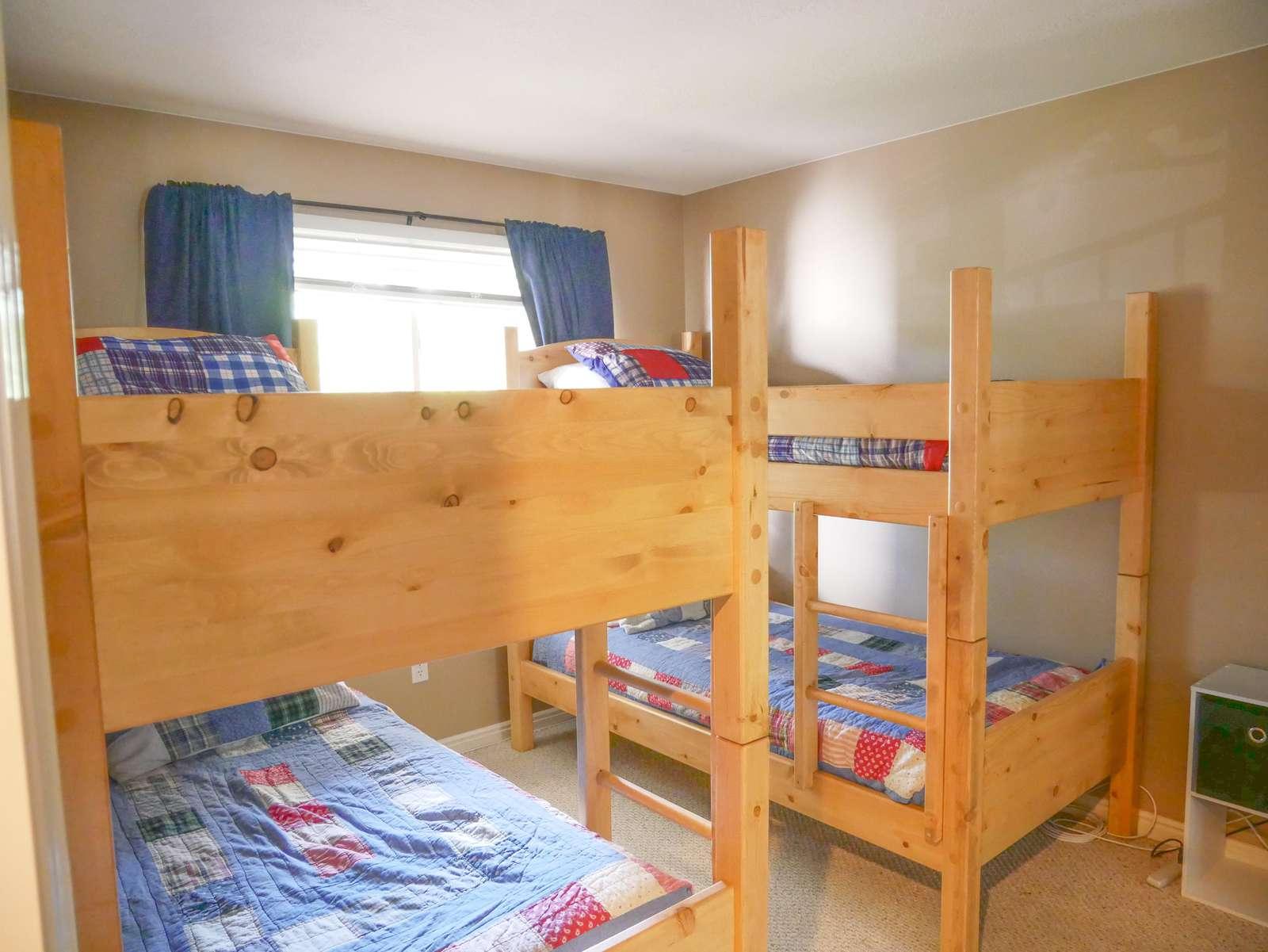 Bedroom 3 = 4 Twin Beds