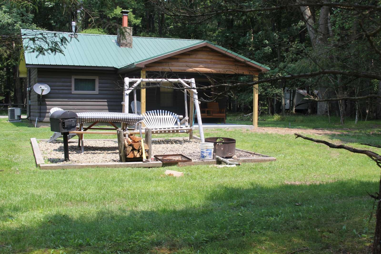 Twin Oaks Cabin - property
