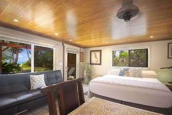 Cal King Bed ocean view thumb