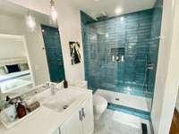 Suite 6 Bath thumb