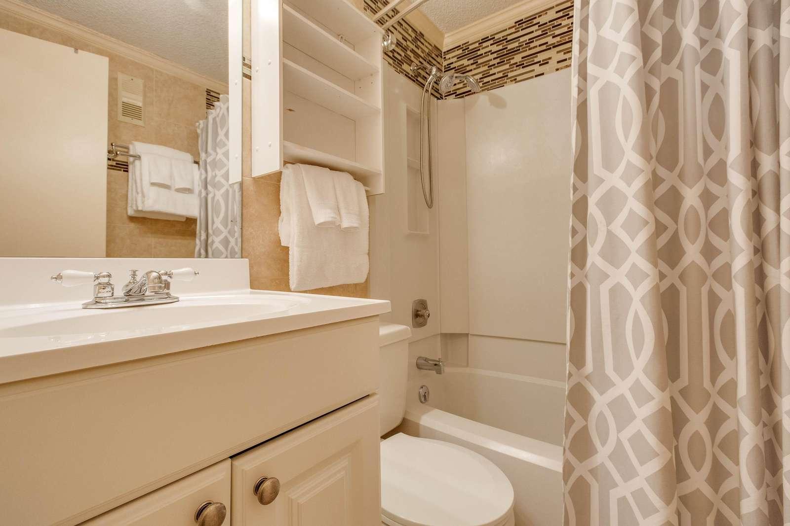 Clean & Tidy Bathroom