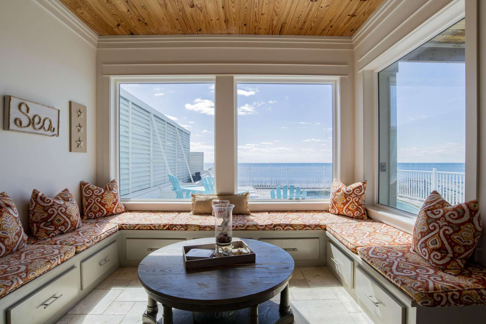 Sitting nook overlooking pool and Gulf.