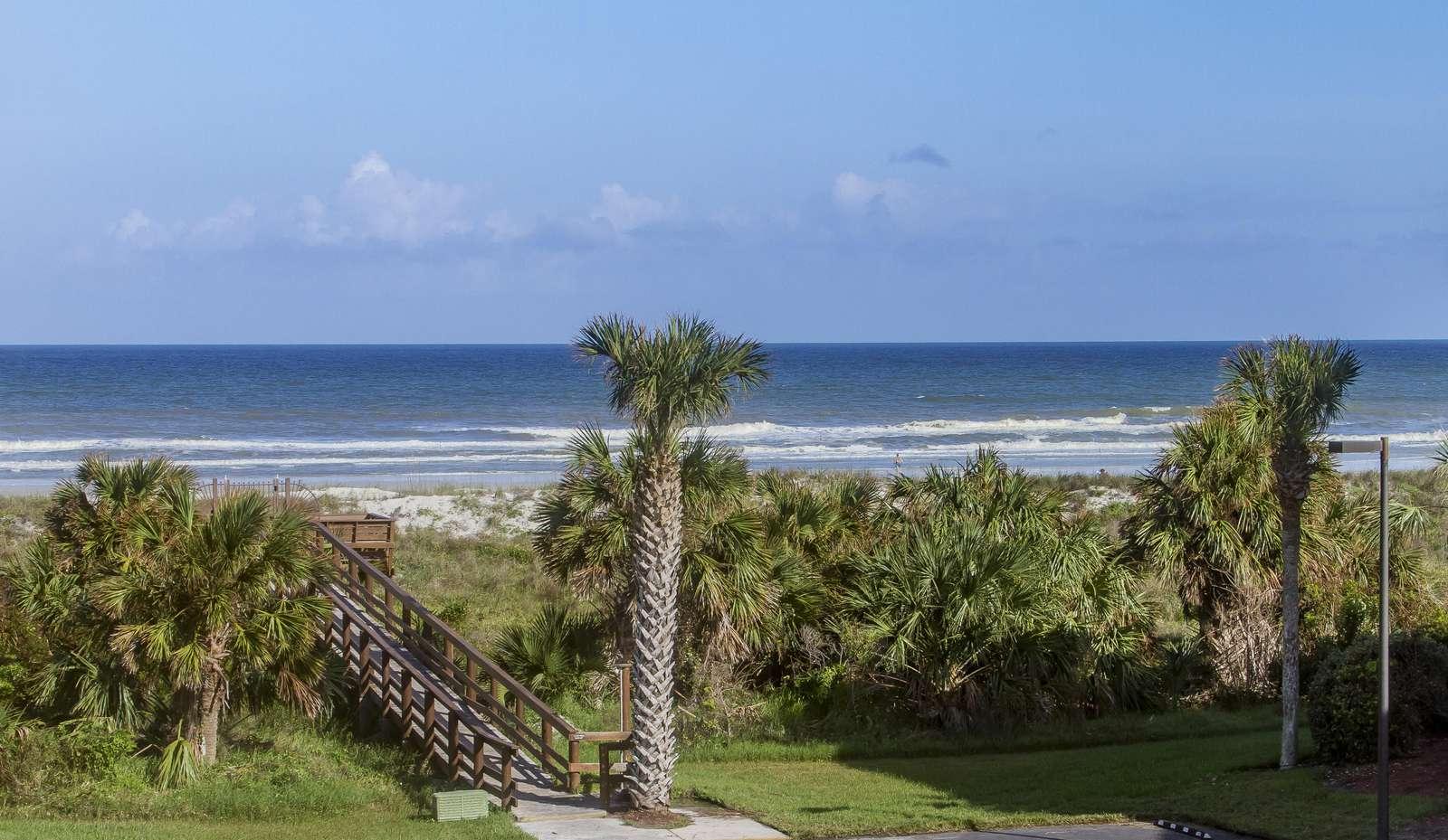 Ocean and Racquet 8304 - property