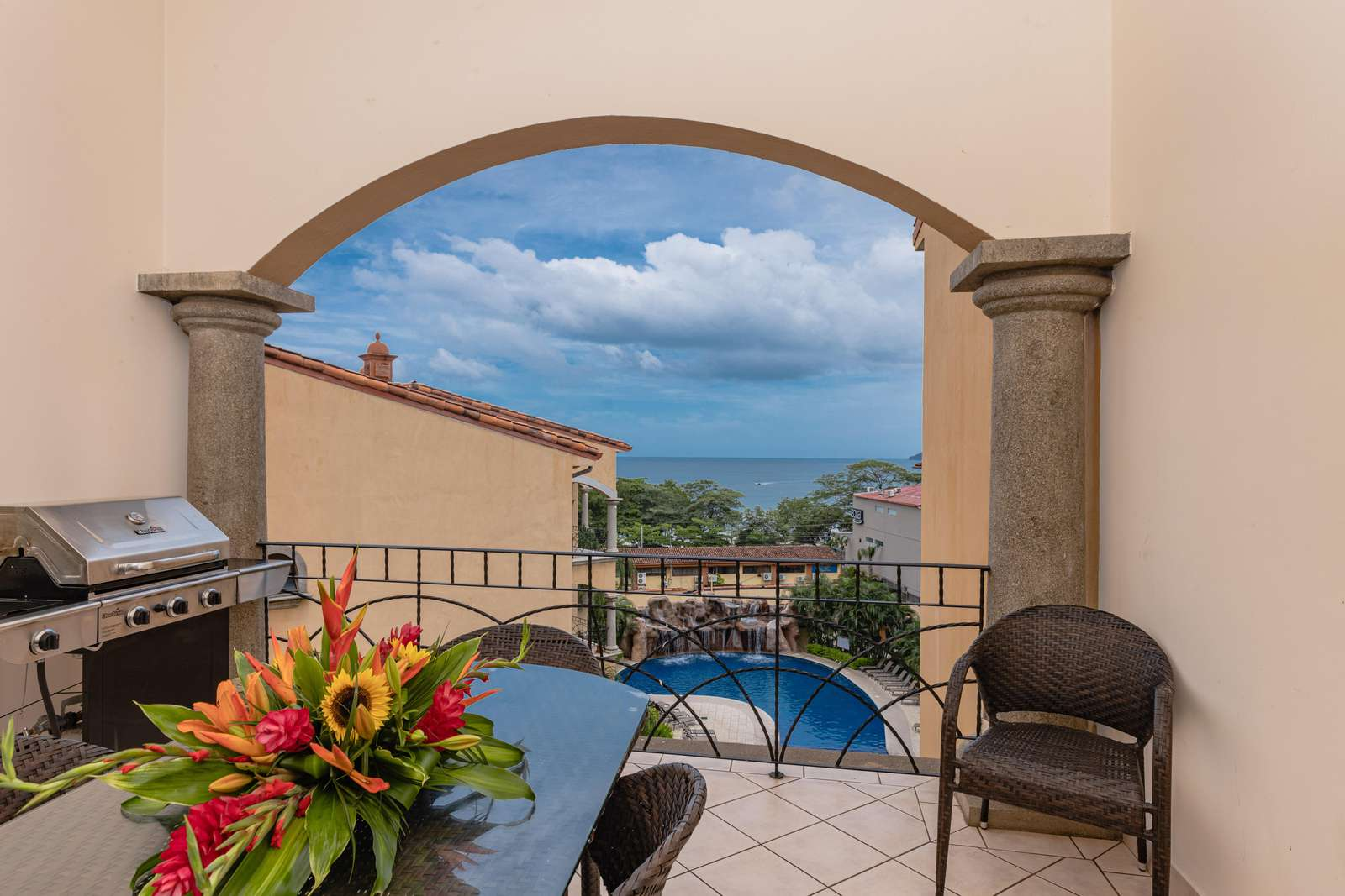 Private terrace, BBQ, Ocean Views, Outdoor dining area