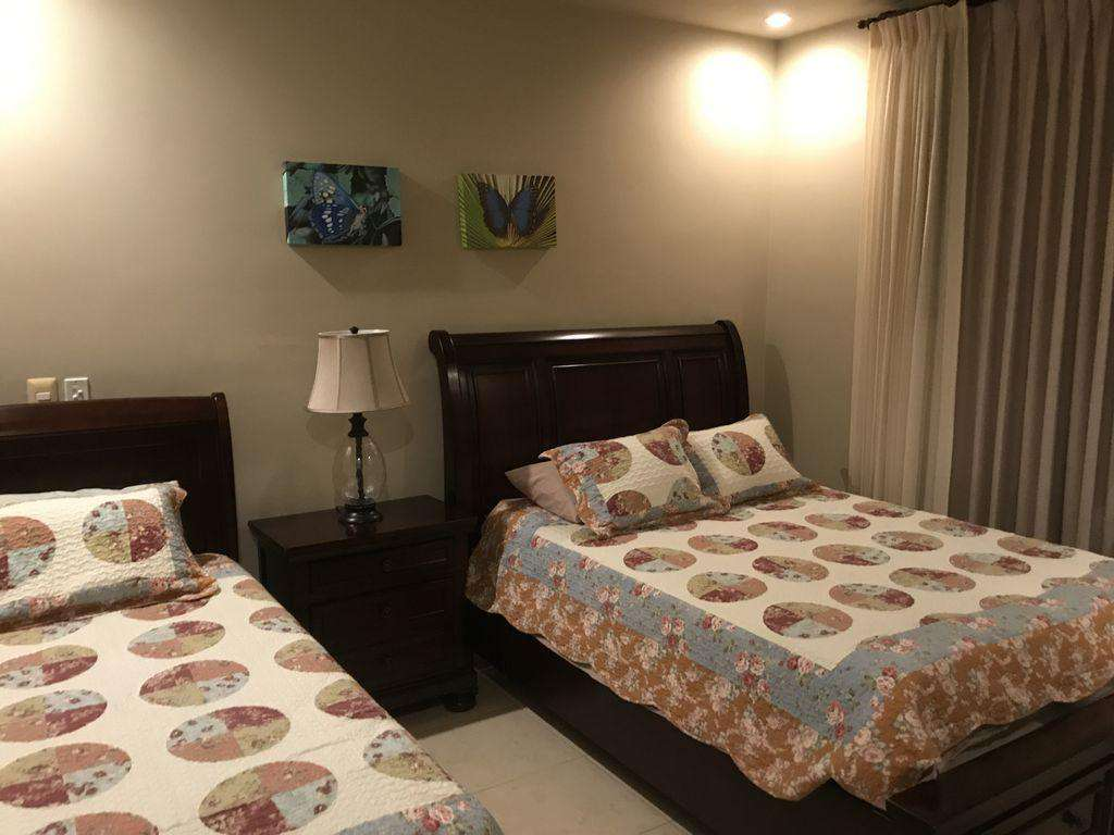 Guest bedroom, queen and twin bed