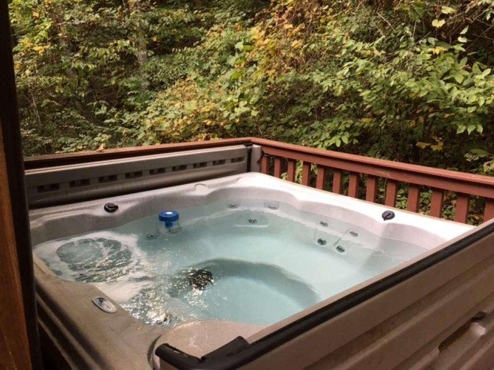 Hot Tub at Star Gap cabin